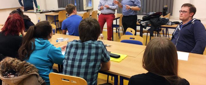 """""""Pracujte v týmu a užijte si to!"""" Tomáš Javořík a Karel Trojan představili svojí cestu k Ph.D."""
